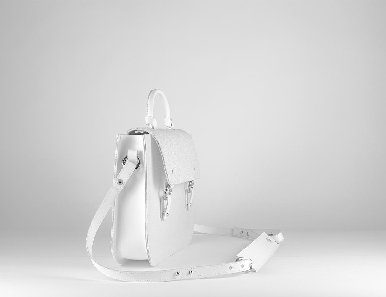 "<img src="" satchel-bag-weiss-jacquard-leder-lilas.jpg"" alt=""weisse mittelgrosse tote bag aus canvas jacquard und leder"" />"