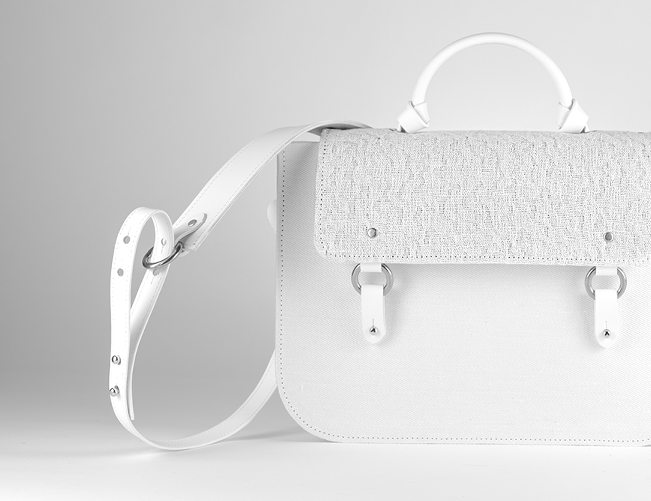 "<img src="" satchel-bag-weiss-jacquard-plus-leder-lilas.jpg"" alt=""satchel handtasche weiss aus canvas jacquard und leder"" />"
